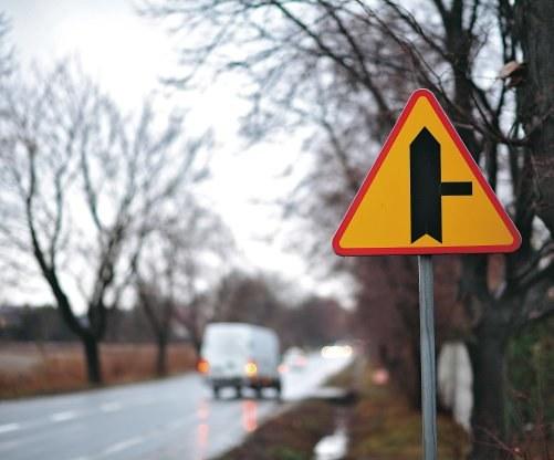 Znaki przed skrzyżowaniem /Motor