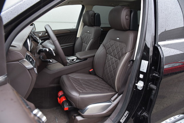 Znakomite fotele mają m.in. regulację szerokości oparcia. /Motor