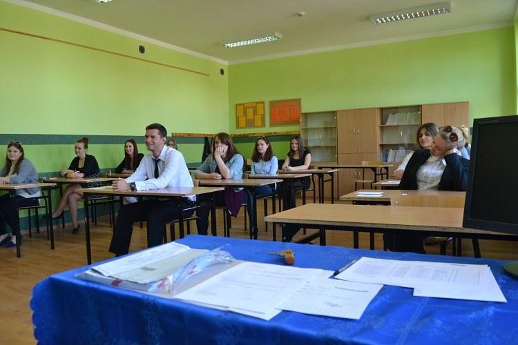 Znalezienie odpowiedniego stroju na egzamin wcale nie jest takie proste /Paweł Balinowski /RMF FM