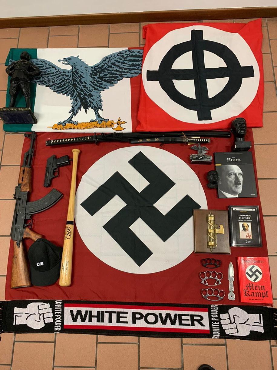 Znaleziono także nazistowskie symbole /ITALIAN POLICE HANDOUT /PAP/EPA