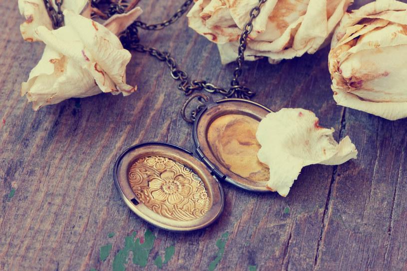 Znane w starożytności medaliony dziś wracają do łask /123RF/PICSEL
