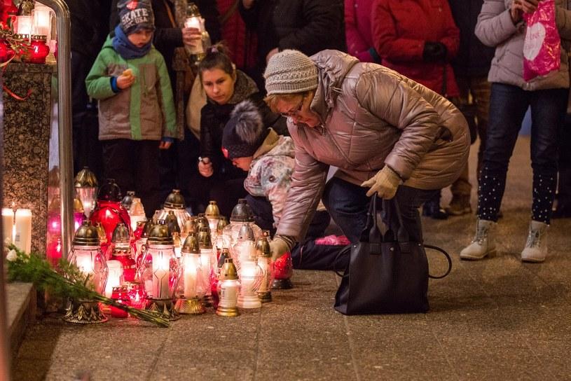 Znicze pod urzędem miasta w Gdańsku /Piotr Hukało /East News