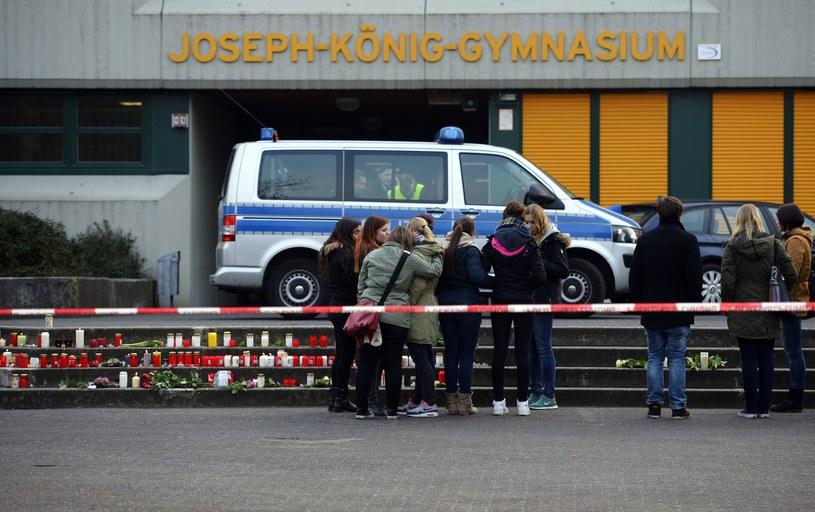 Znicze przed szkołą w niemieckim Haltern am See /AFP