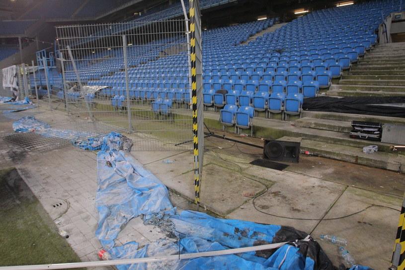 Zniszczenia, do których doszło w trakcie meczu Lecha z Legią /East News