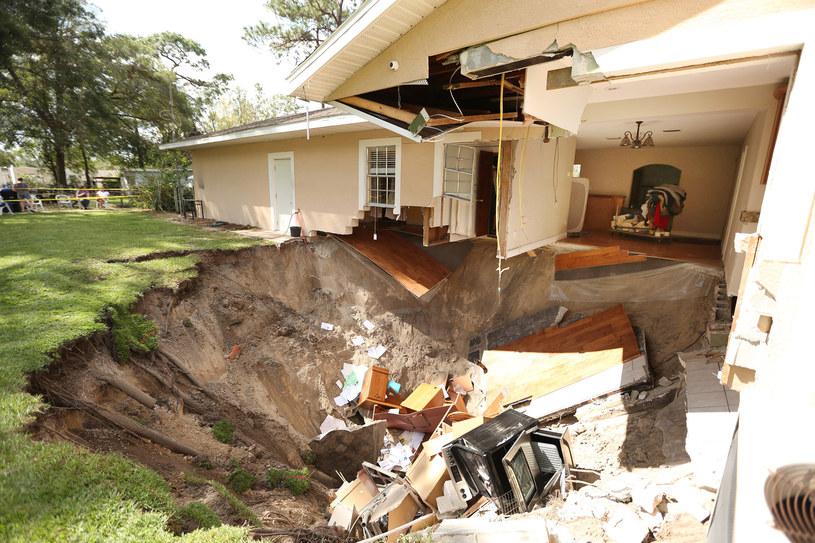 Zniszczenia dokonane przez leje krasowe na Florydzie / Orlando Sentinel / Contributor /Getty Images