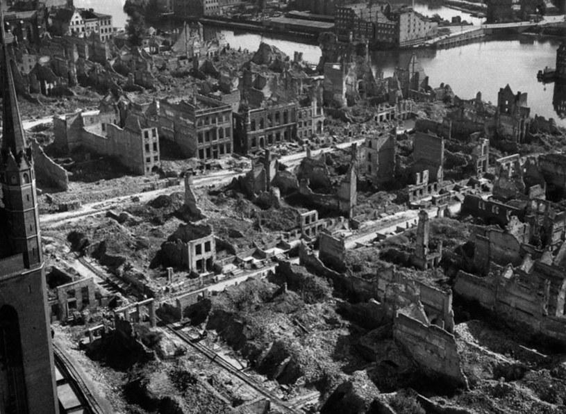 Zniszczenia Gdańska po II wojnie światowej; fot. z 1945 roku /Laski Diffusion /East News