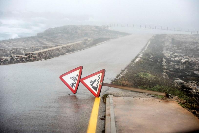 Zniszczenia na wyspie Minorka /DAVID ARQUIMBAU SINTES /PAP/EPA