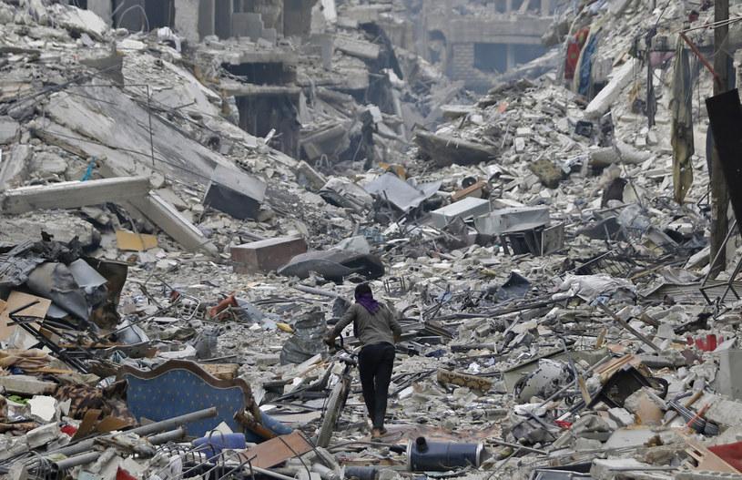 Zniszczenia po bombardowaniach w Syrii, zdj. ilustracyjne /LOUAI BESHARA /AFP