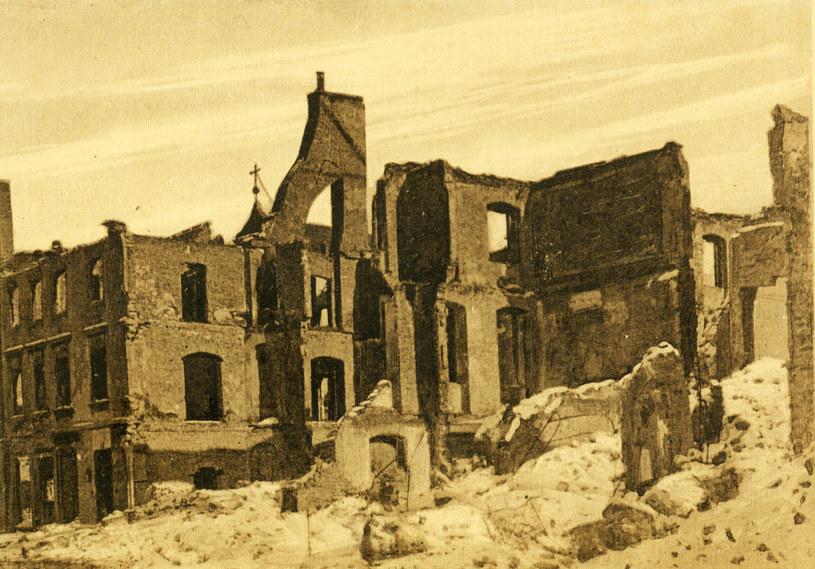 Zniszczenia po I wojnie światowej /reprodukcja: Piotr Mecik /FORUM