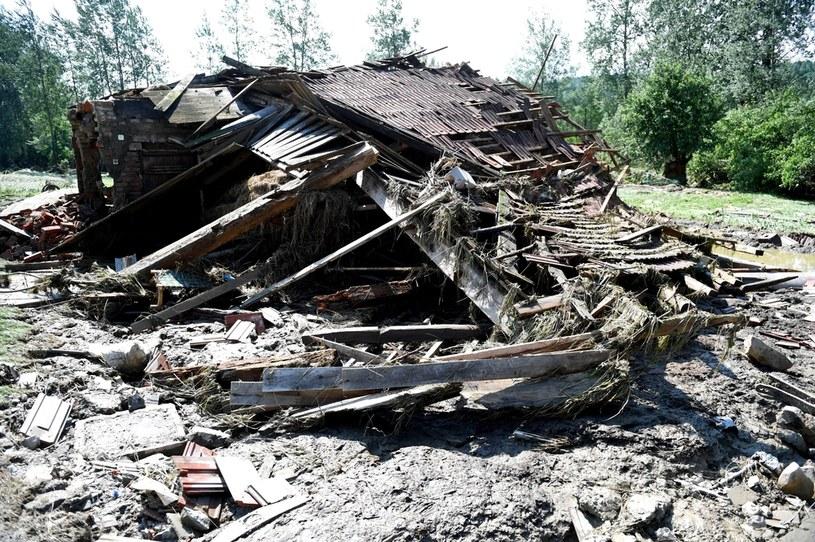 Zniszczenia po powodzi w miejscowości Hadle Szlarskie (pow. przeworski) /Dariusz Delmanowicz    /PAP
