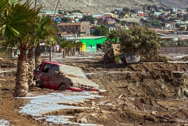Zniszczenia po powodzi /AFP