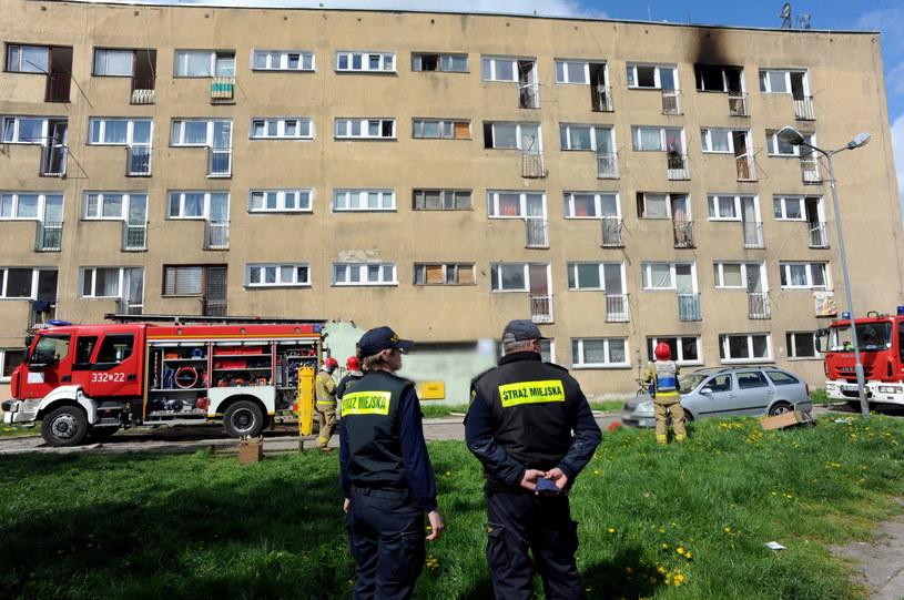 Zniszczenia po pożarze bloku przy ul. Lechickiej w Koszalinie / Marcin Bielecki    /PAP
