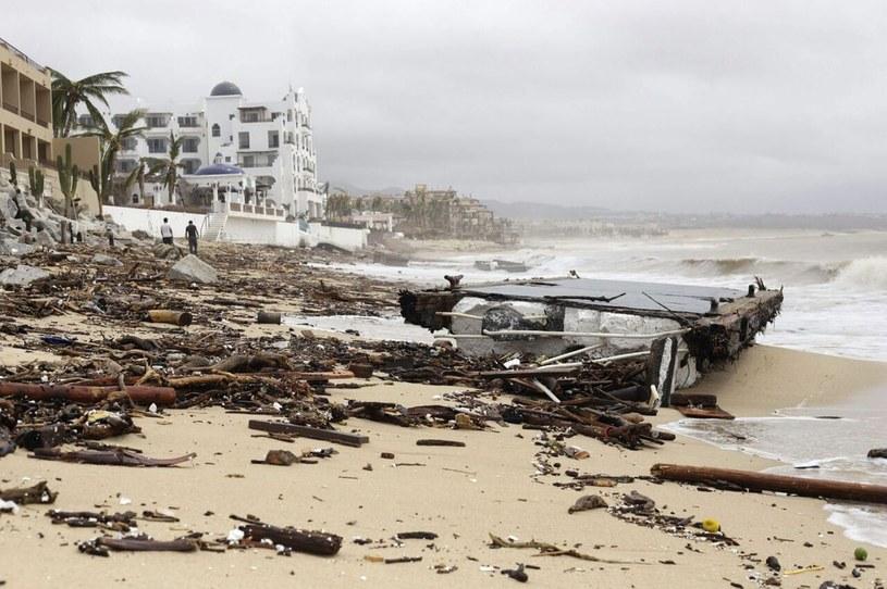 Zniszczenia po przejściu huraganu Odile /PAP/EPA