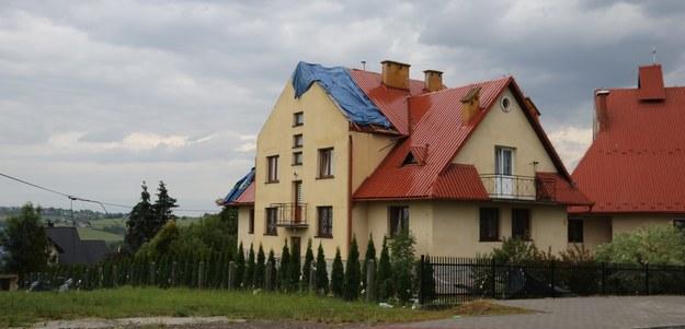 Zniszczenia po przejściu trąby powietrznej w Librantowej koło Nowego Sącza /Józef Polewka /RMF FM