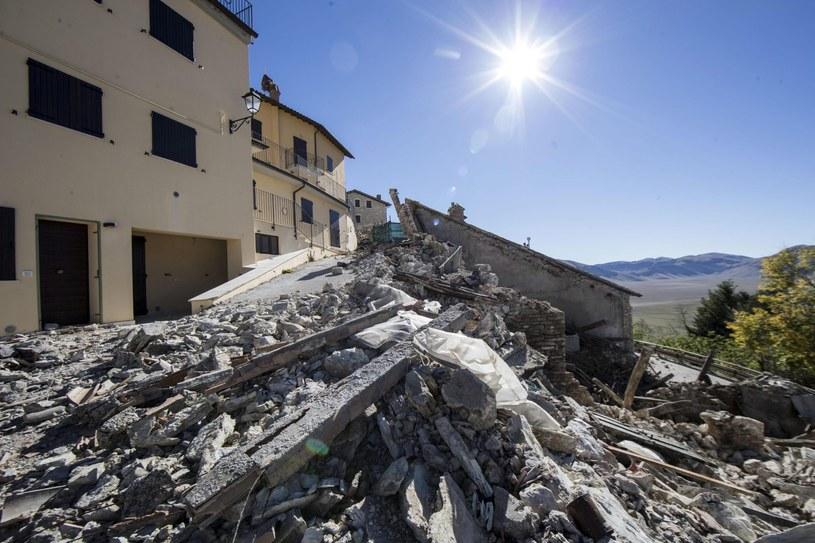 Zniszczenia po trzęsieniu ziemi we Włoszech /PAP/EPA