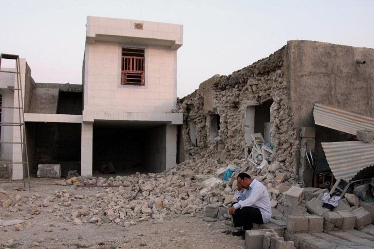 Zniszczenia po trzęsieniu ziemi /AFP