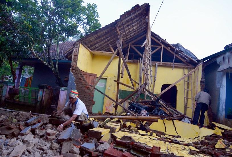 Zniszczenia po trzęsieniu ziemi /DAENG  /PAP/EPA