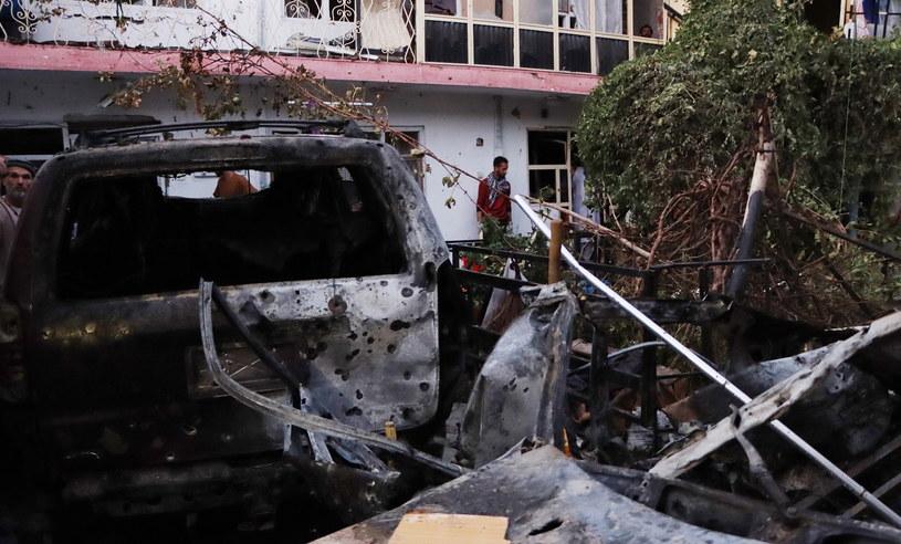 Zniszczenia po uderzeniu rakiety w niedzielę w Kabulu /PAP/EPA/STRINGER /PAP