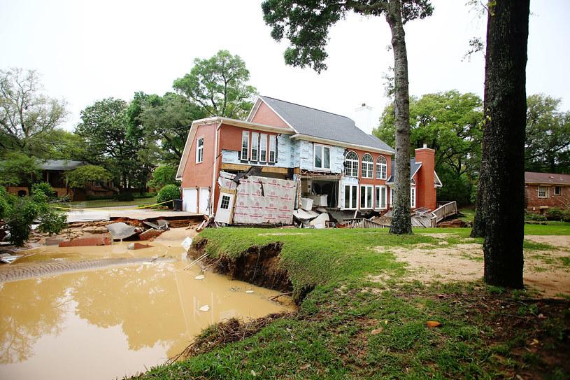 Zniszczenia po ulewach w mieście Pensacola /AFP