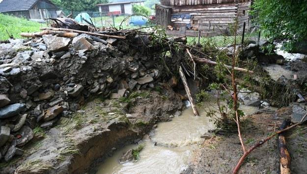 Zniszczenia po ulewnym deszczu w Piątkowe w gminie Dubiecko /Darek Delmanowicz /PAP