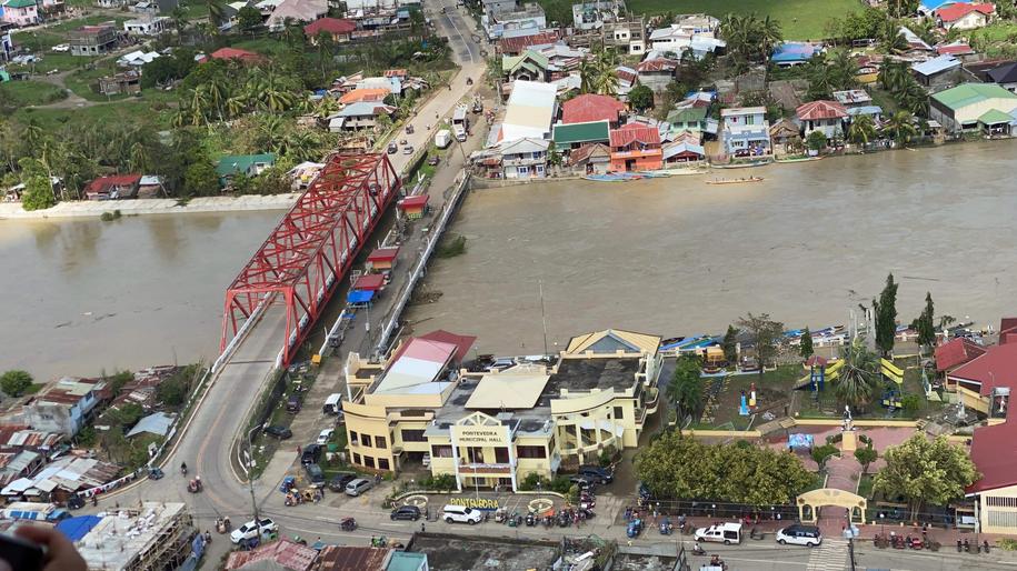 Zniszczenia spowodowane przez tajfun /OCD-VI HANDOUT /PAP/EPA