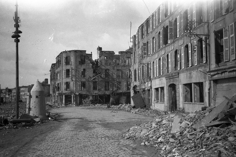 Zniszczenia w Breście sfotografowane przez kapitana Ray'a Claxtona  z 360th EAB US Army. /Ray Claxton /domena publiczna