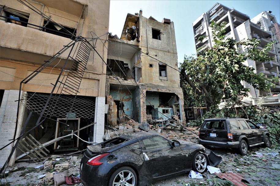Zniszczenia w dzielnicy mieszkalnej Bejrutu /NABIL MOUNZER   /PAP/EPA