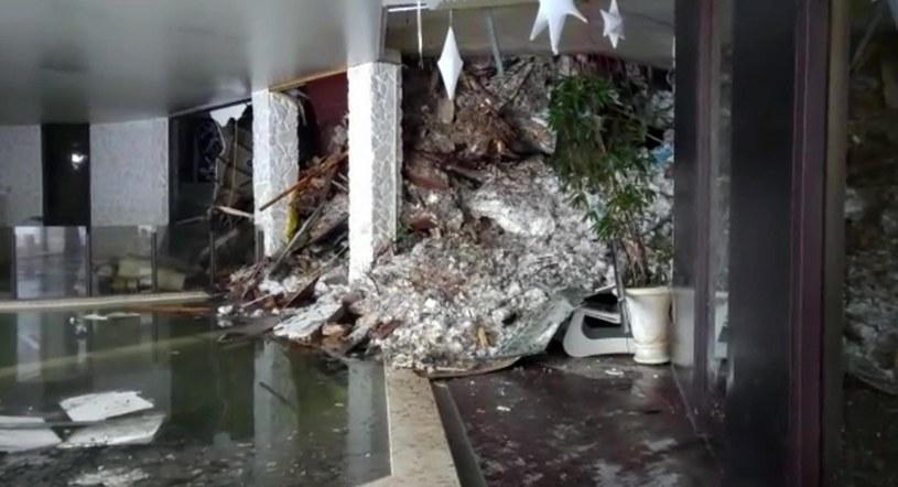 Zniszczenia w hotelu /PAP/EPA