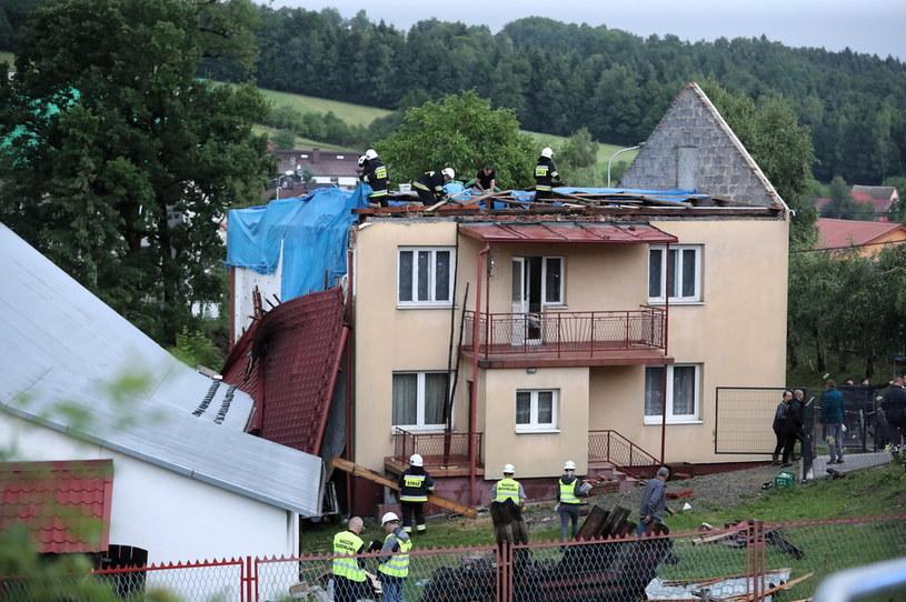 Zniszczenia we wsi Librantowa koło Nowego Sącza po trąbie powietrznej /Grzegorz Momot /PAP