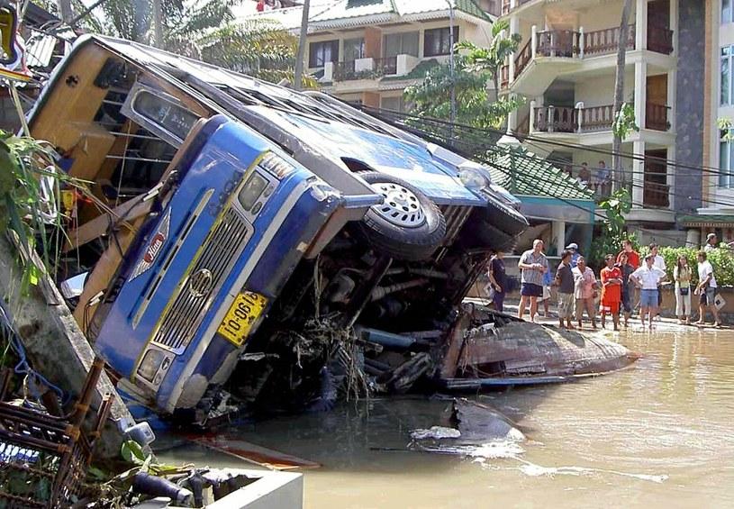 Zniszczenia wywołane przez tsunami na Phuket /AFP