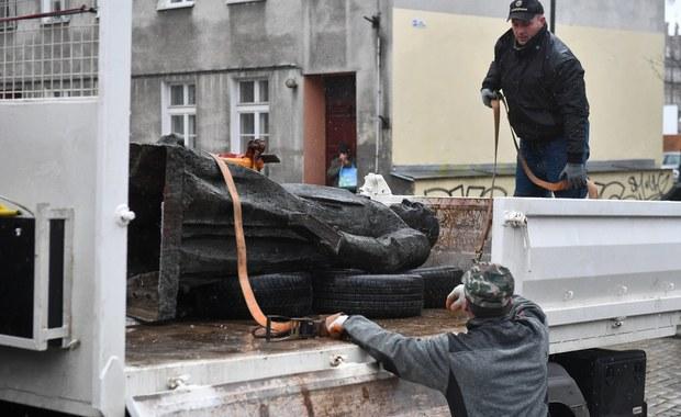 Zniszczenie pomnika ks. Jankowskiego. Obrońcy oskarżonych chcą przesłuchania 30 świadków