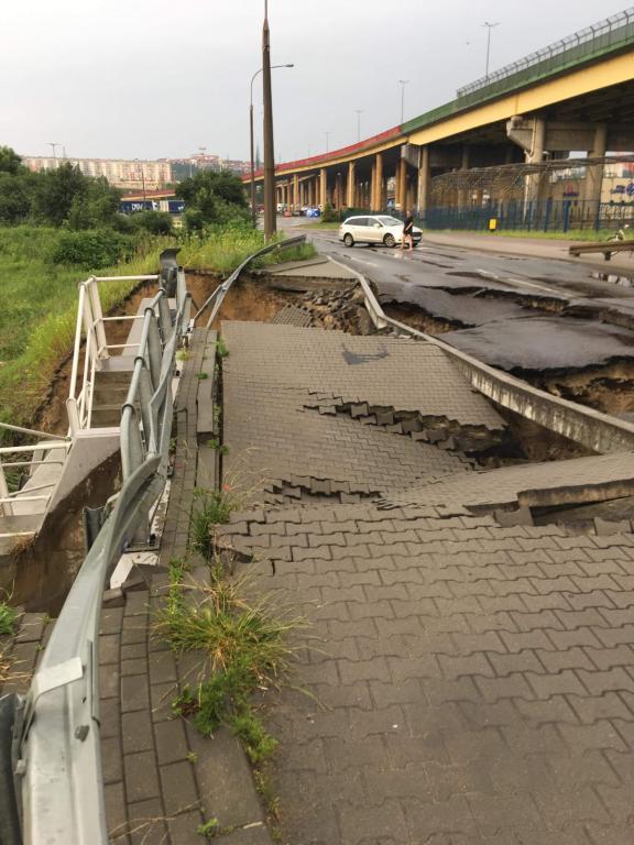 Zniszczona droga w Gdyni /PSP