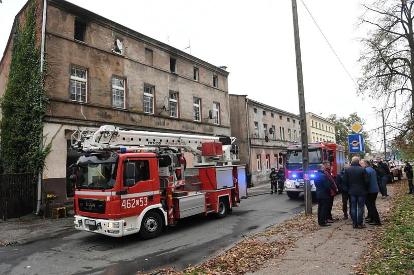 Zniszczona kamienica po pożarze w Inowrocławiu / Tytus Żmijewski    /PAP