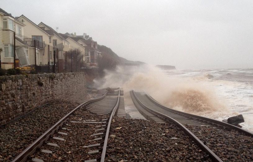 Zniszczona linia kolejowa /AFP