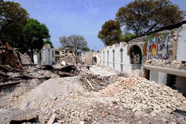 Zniszczona po trzęsieniu ziemi stolica Haiti - Port-au-Prince /AFP