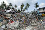 Zniszczona przez tsunami tajlandzka wyspa Phi Phi /AFP