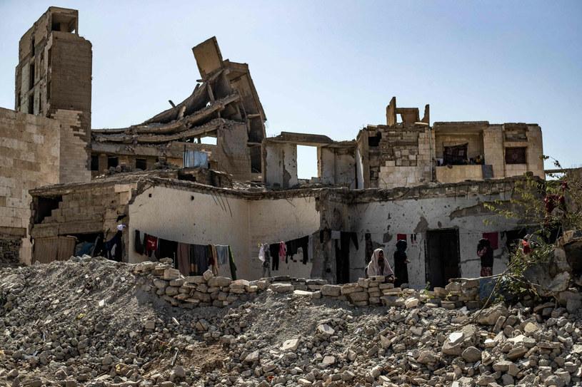 Zniszczone budynki w mieście Rakka /DELIL SOULEIMAN / AFP /East News