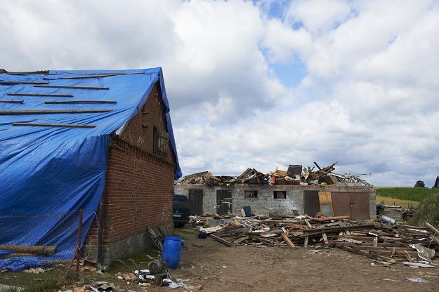 Zniszczone gospodarstwo we wsi Wycinki, fot. Adam Warżawa /PAP