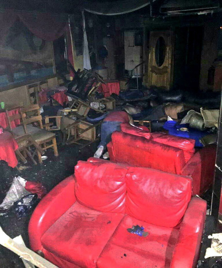Zniszczone przez ogień wnętrze lokalu / STR   /PAP/EPA
