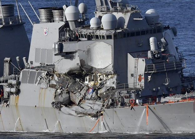 Zniszczony, amerykański niszczyciel /FRANCK ROBICHON /PAP/EPA