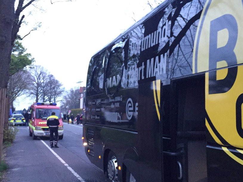 Zniszczony autobus Borussii Dortmund /AFP