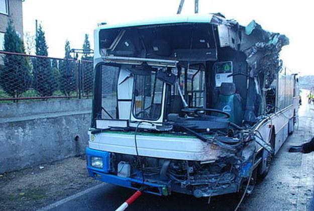 Zniszczony autobus /Policja
