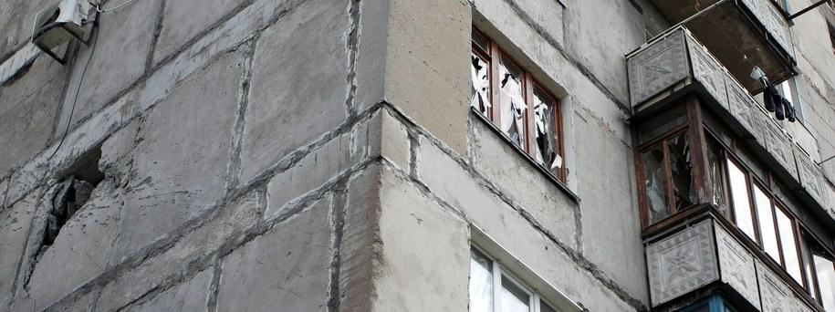 Zniszczony budynek na przedmieściach Doniecka /IGOR KOVALENKO /PAP/EPA