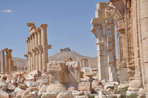 Zniszczony Łuk Triumfalny w starożytnej Palmirze /YOUSSEF BADAWI /PAP/EPA