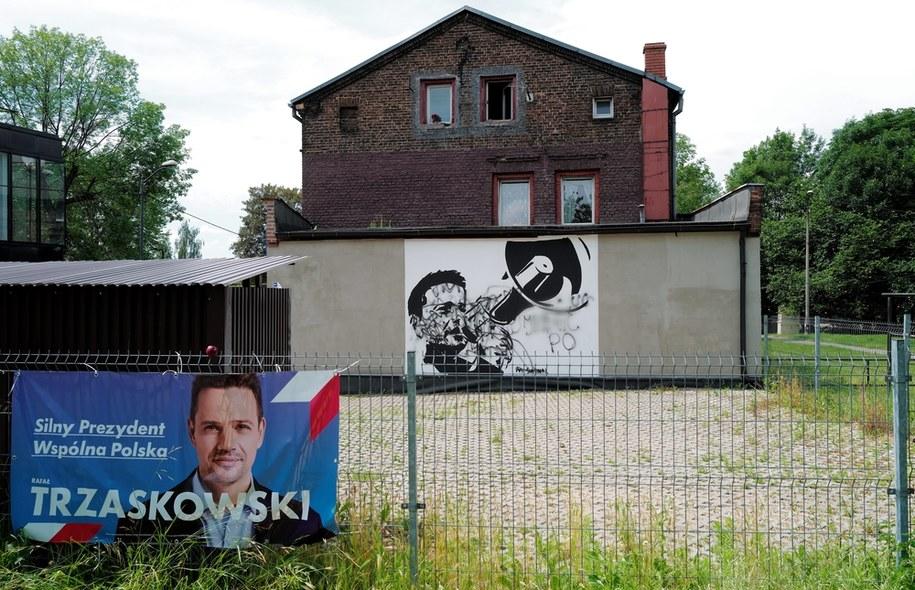 Zniszczony mural, przedstawiający wizerunek Rafał Trzaskowskiego/ Zdjęcie ilustracyjne / Andrzej Grygiel    /PAP