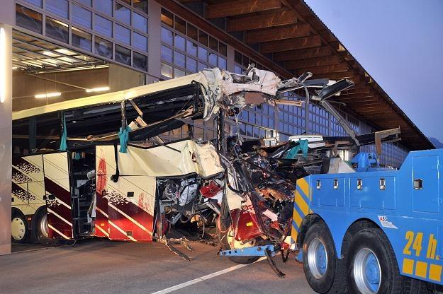 Zniszczony po wypadku autobus /AFP