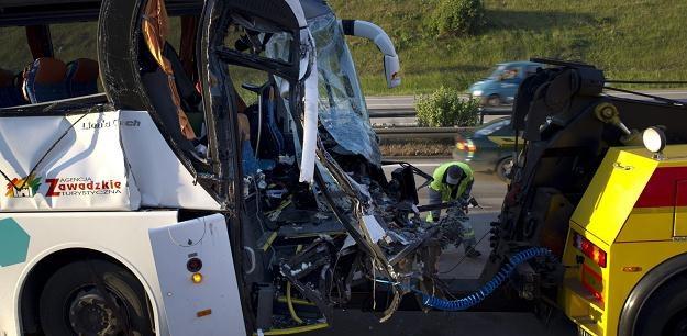 Zniszczony po wypadku polski autobus /PAP/EPA