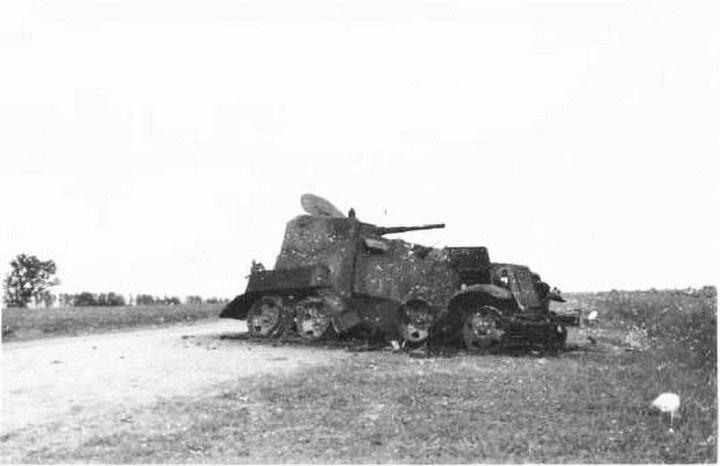 Zniszczony pod Chałchyn-goł samochód pancerny BA-10 /Wikimedia Commons – repozytorium wolnych zasobów /INTERIA.PL/materiały prasowe