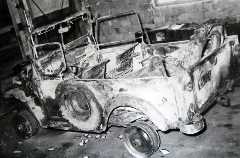 Zniszczony podczas zajść w Nowej Hucie samochód milicyjny. Fot. z archiwum IPN /Archiwum autora