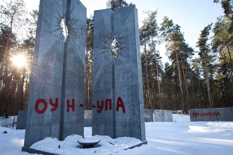 Zniszczony polski pomnik w Bykowni /Ukrafoto /East News